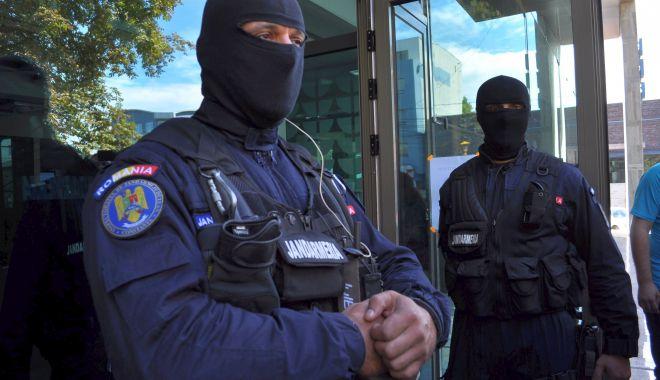 Mafia permiselor auto false, prezentă și în Constanța! Iată care era filiera - fondpermiseafrica2-1602693973.jpg