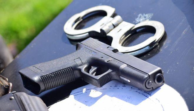 Foto: Polițiștii scapă de pistoalele Carpați. În locul lor vor trage cu Beretta!