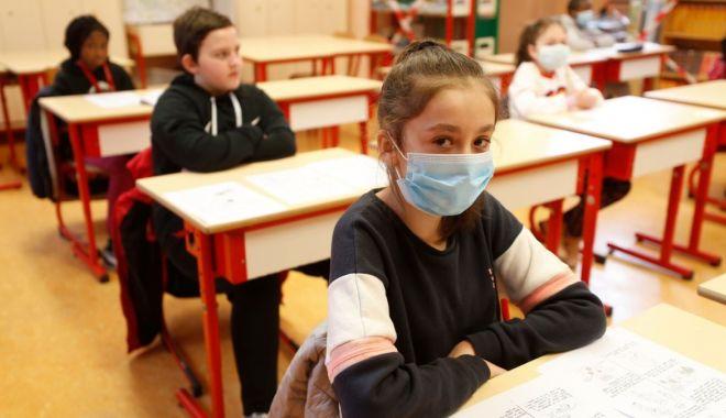 Foto: Planuri pentru redeschiderea școlilor. Ce facem cu elevii din mediul rural?