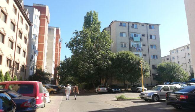 """Un cartier întreg din Constanța reclamă: """"Suntem îngropați în funingine!"""" - fondpoarta6pulbere2-1602092689.jpg"""