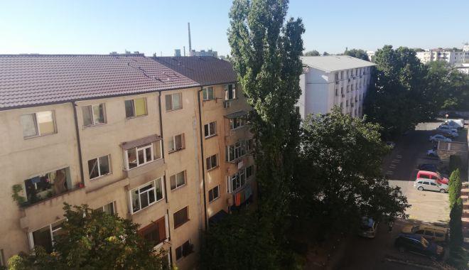 """Un cartier întreg din Constanța reclamă: """"Suntem îngropați în funingine!"""" - fondpoarta6pulbere3-1602092706.jpg"""