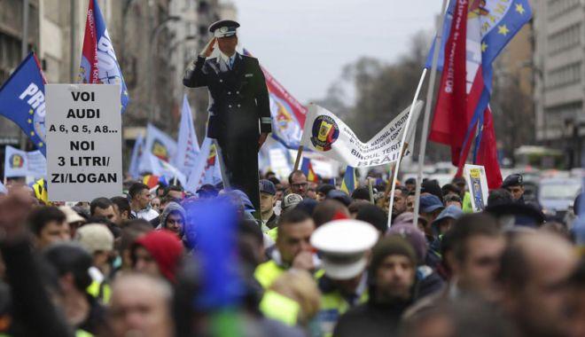 """Foto: Ministrul Afacerilor Interne promite rezolvarea problemelor din Poliție. """"Vom ieși în stradă, în număr mare"""""""