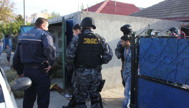 """Foto: Se schimbă legea! Iată când vor putea polițiștii """"să-și arate mușchii"""""""