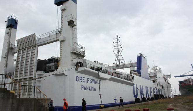 Foto: Ce șanse de reușită are noua linie de ferry-boat