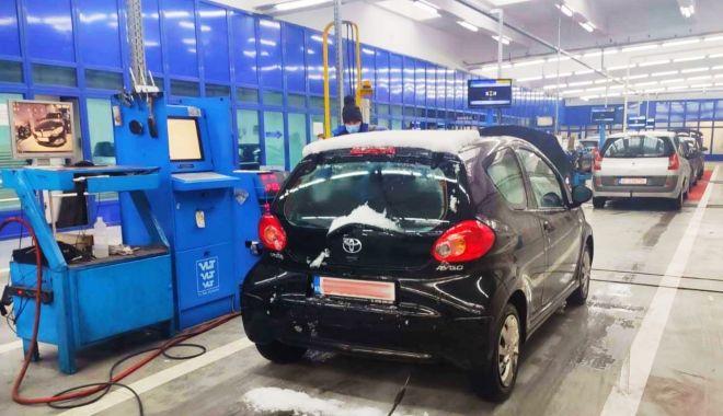 Cum trebuie pregătită mașina pentru iarnă ca şoferii să nu rişte plata unor amenzi - fondpregatireamasiniiiarna2-1611502468.jpg