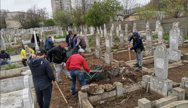 Cimitirele musulmane din Constanţa, igienizate la iniţiativa consilierului local Ateş Casimceali - fondprintcimitiremusulmanee-1620410392.jpg