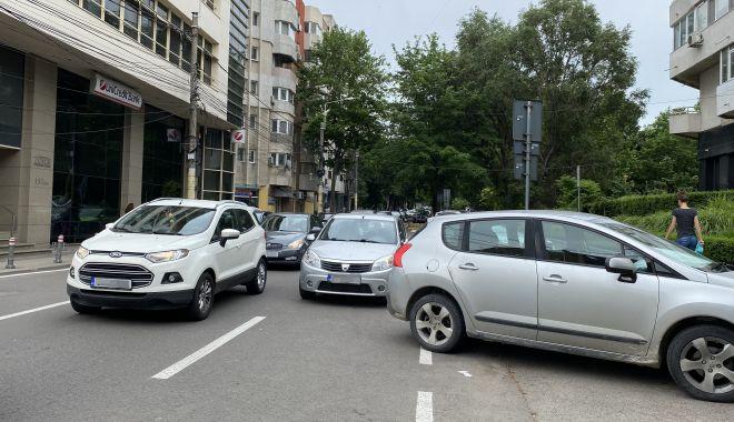 """Trafic de coşmar şi haos al parcărilor în cartierul Tomis II. """"Ne-au învrăjbit între noi!"""" - fondprinttraficdecosmar4-1624381984.jpg"""