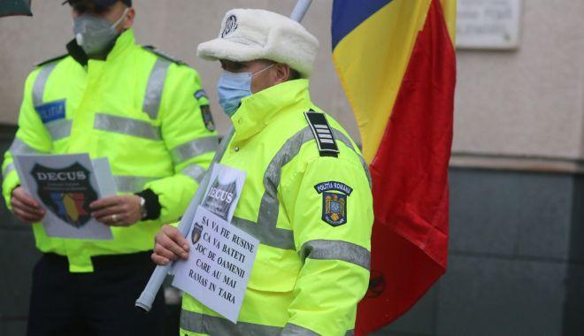 Protest în uniformă: polițiștii vor refuza să mai dea amenzi! - fondprotestpolitist-1610047581.jpg