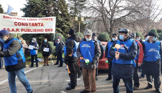"""Protest al polițiștilor, grefierilor și pensionarilor, la Constanța. """"Suntem umiliți!"""" - fondprotestpolitistigrefieri8-1611156490.jpg"""
