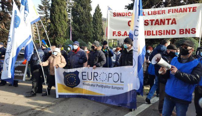 """Protest al polițiștilor, grefierilor și pensionarilor, la Constanța. """"Suntem umiliți!"""" - fondprotestprintpolitistigrefier-1611156415.jpg"""