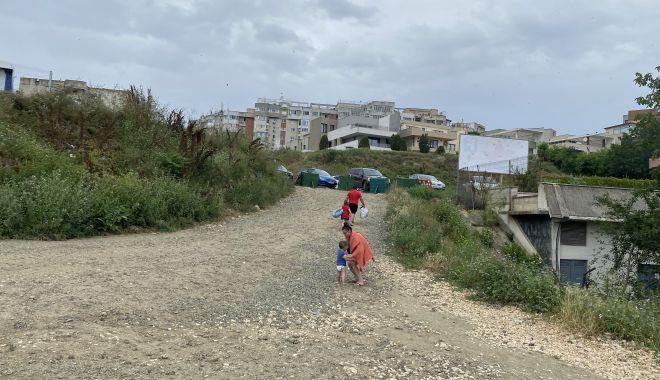 """Revoltă în Faleză Nord. """"Ne-au închis drumul de acces spre plajă, suntem sabotați!"""" - fondrevoltaplata8-1625509388.jpg"""