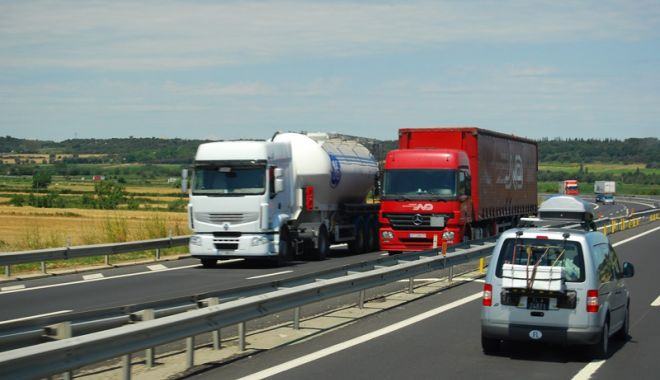 Transportatorii, obligați să bage mâna mai adânc în buzunar. Cât vor plăti pentru rovinietă - fondrovinieta-1534955872.jpg