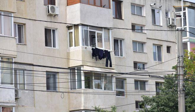 """Administrația locală face ordine în cartiere! Gata cu """"albiturile"""" atârnate la balcoane - fondrufe5-1617546907.jpg"""