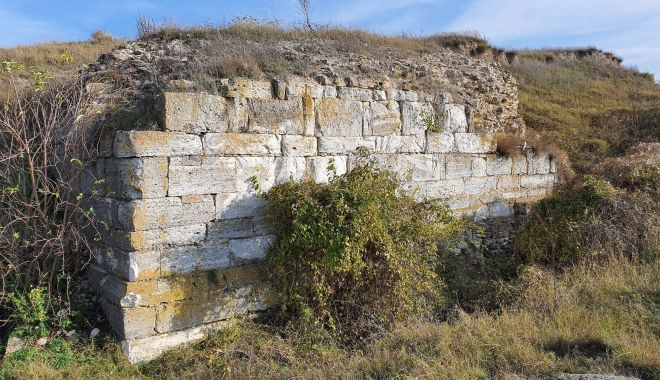 Cercetări arheologice. Cetatea Sacidava, o necunoscută cu un farmec aparte - fondsacidavaprint1-1604690211.jpg