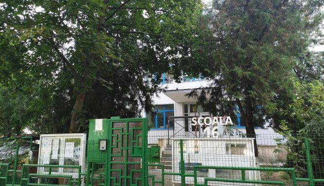 Harababură de nedescris! Tergiversările de pe șantierul Școlii nr. 16 au condus la sacrificarea orarului elevilor - fondscoala8-1631551890.jpg