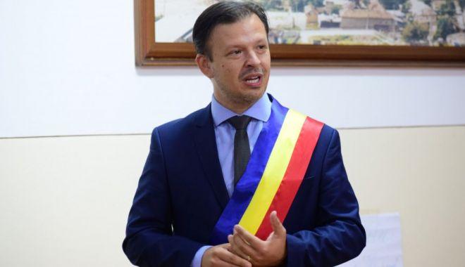 """Primarul Viorel Ionescu: """"Cetățenii trebuie să învețe să plătească facturile online"""" - fondviorelionescucovid-1609871775.jpg"""
