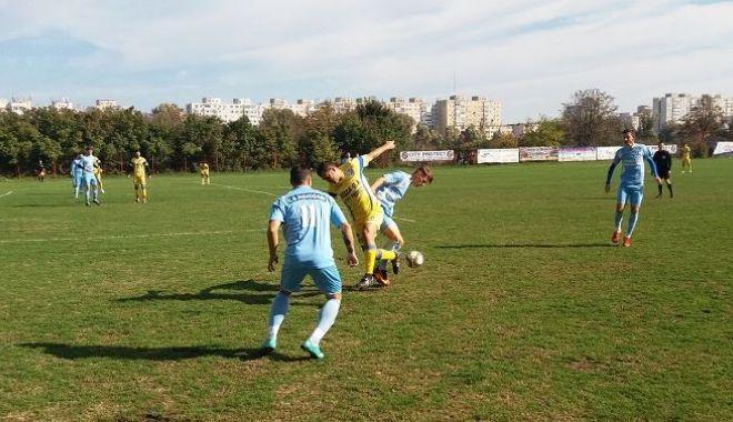 Foto: Fotbaliștii de la CS Năvodari, pregătire intensă pentru play-off