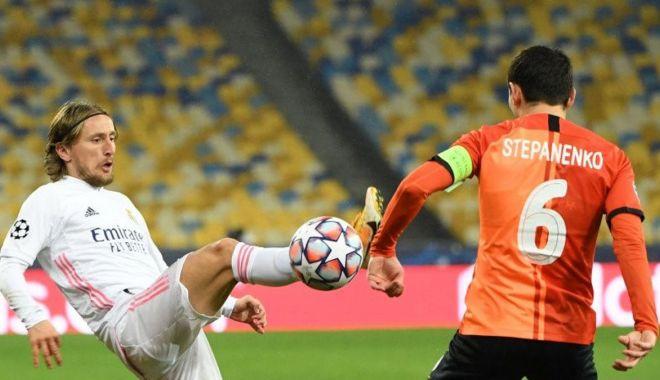 Fotbal / Opt echipe calificate în optimi. Real Madrid, în mare suferinţă - fotballiga212-1606899872.jpg