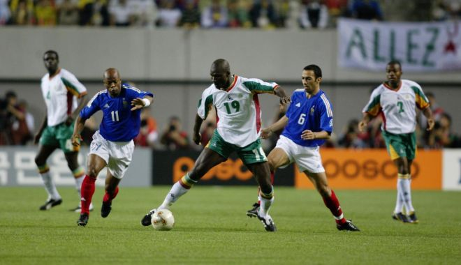 Fotbalul mondial, îndoliat! A murit Papa Bouba Diop - fotbalpapa-1606747546.jpg