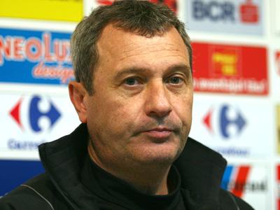 Fotbal / Mircea Rednic, huiduit de proprii suporteri la meciul cu Viitorul, vezi ce a declarat la final - fotbalrednic-1349599991.jpg