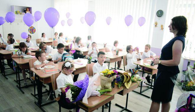 Când începe școala, la toamnă. Structura anului școlar 2018-2019 - fotofondcandincepescoala-1533139408.jpg