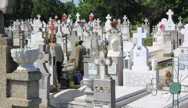 Criza locurilor de veci în Constanța. Cimitirele sunt arhipline, speculanții fac averi! - fotofondcimitir3-1431859972.jpg