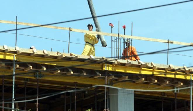 Foto: Șantierele de construcții din Constanța, adevărate capcane pentru muncitori