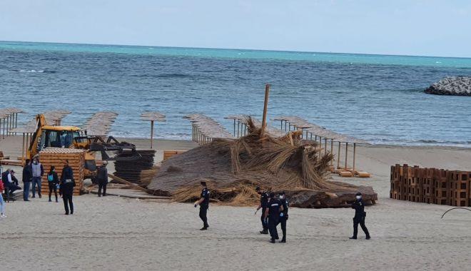 Jandarmii și procurorii au luat cu asalt construcțiile ilegale de pe plaja din Faleză Nord - fotofondconstructiiledepeplaja-1590166967.jpg