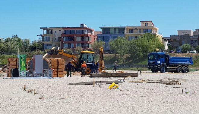 Jandarmii și procurorii au luat cu asalt construcțiile ilegale de pe plaja din Faleză Nord - fotofondconstructiiledepeplaja1-1590166990.jpg