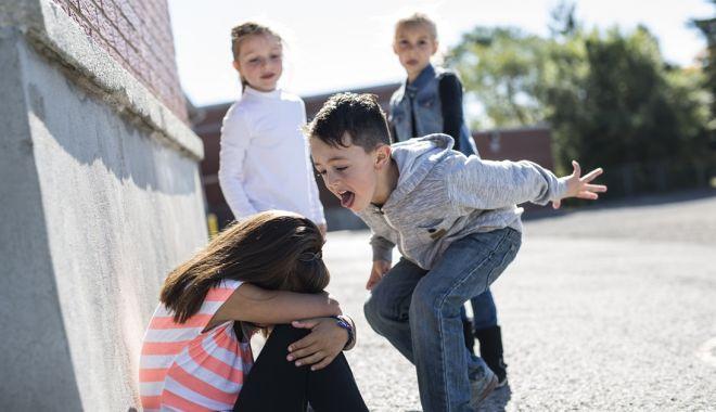 Foto: Elevi hărțuiți. Tu știi prin ce necazuri trece copilul tău la școală?