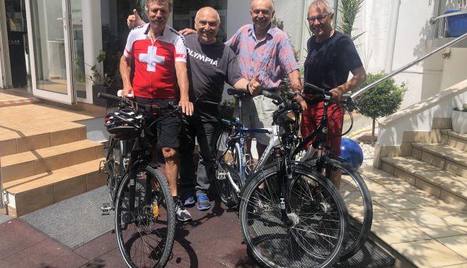 """Foto: Pedalând de-a lungul Dunării! Trei elvețieni, """"evadați"""" la Constanța"""