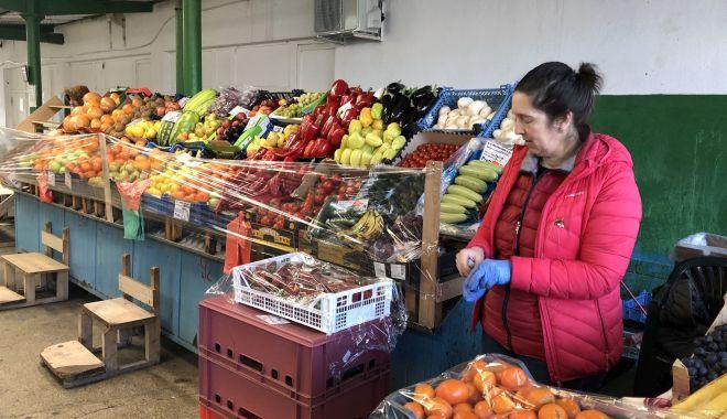 Profitorii încep să facă legea în piețele din Constanța! - fotofondexploziedepreturipiete-1584378134.jpg