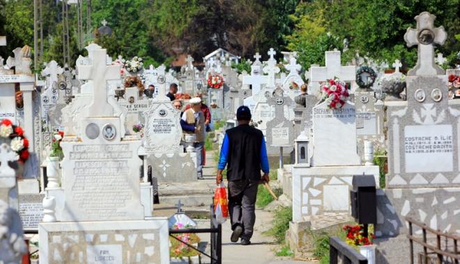 Luxul de-a muri ca omul. Cât costă ultimul drum în cimitirele constănțene - fotofondinmormantare1-1495037918.jpg