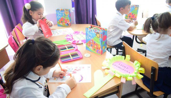 Clasa zero la o școală de fițe sau o școală de cartier? - fotofondinscriericlasaintai-1551642941.jpg