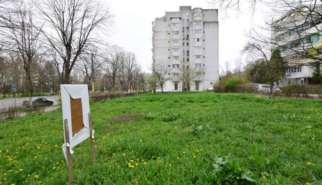 Betoane pe bulevardul Lăpușneanu. S-a pus cruce pe ultimele două spații verzi de vizavi de Tăbăcărie - fotofondlapusneanucambela2-1491743146.jpg