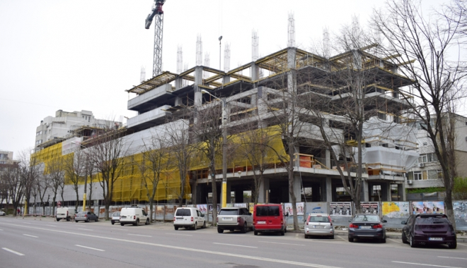 Betoane pe bulevardul Lăpușneanu. S-a pus cruce pe ultimele două spații verzi de vizavi de Tăbăcărie - fotofondlapusneanucambela4-1491743163.jpg