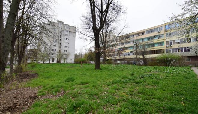 Betoane pe bulevardul Lăpușneanu. S-a pus cruce pe ultimele două spații verzi de vizavi de Tăbăcărie - fotofondlapusneanucambela5-1491743171.jpg