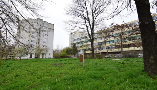 Betoane pe bulevardul Lăpușneanu. S-a pus cruce pe ultimele două spații verzi de vizavi de Tăbăcărie - fotofondlapusneanucambela6-1491743180.jpg