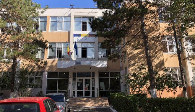 """Tensiuni la Liceul """"George Călinescu"""". De ce tace inspectorul şef Sorin Mihai? - fotofondliceulgeorgecalinescu2-1602523676.jpg"""