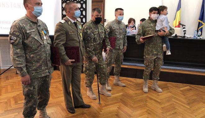 Maestrul Virgil Andriescu şi şase militari eroi, Cetăţeni de Onoare ai judeţului Constanţa - fotofondmomenteemotionante3-1600970357.jpg