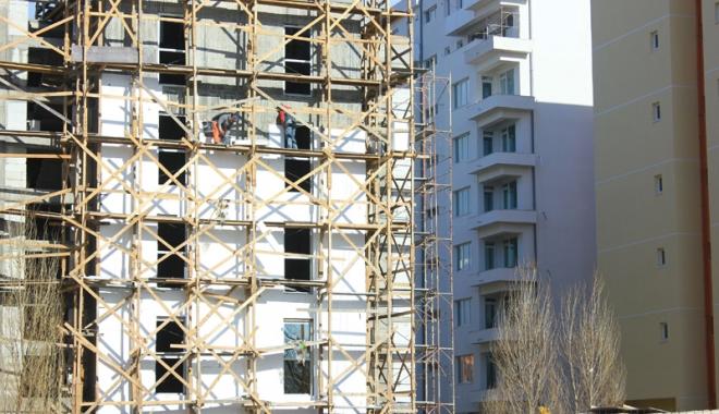 Foto: Șantierele de construcții o duc bine cu muncitori la negru. De ce nu se mai tem patronii de lege