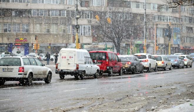 Circulație pe timp de iarnă. Atenție sporită dacă porniți la drum! - fotofondonouareprizadeiarna-1516546190.jpg