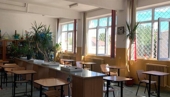 Orar mai scurt, o zi la școală, o zi acasă - variantele pentru deschiderea școlilor din Constanța - fotofondorarmaiscurt2-1598550253.jpg