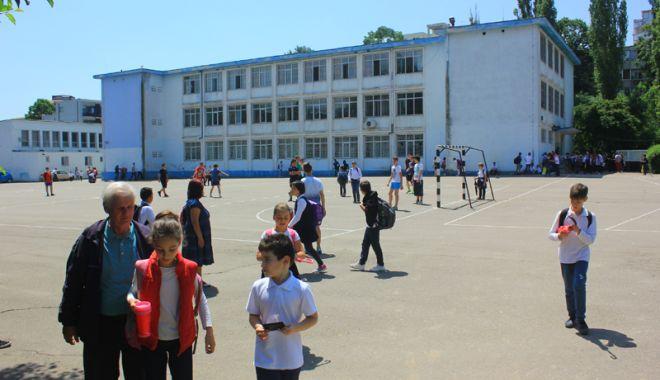 Elevii constănțeni s-au mobilizat. Petiție online pentru ca Primăria Constanța să asigure paza școlilor - fotofondpazascolielevi5-1527089265.jpg