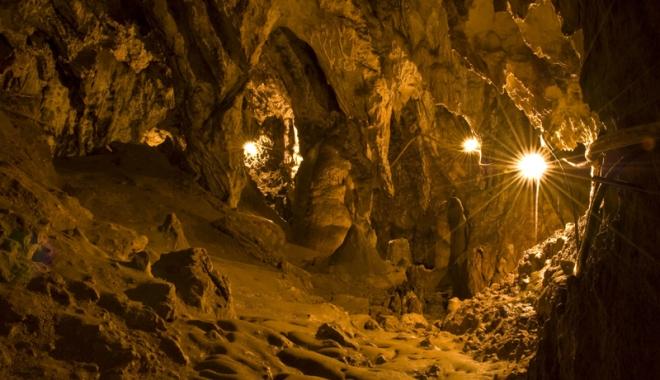 Frumusețile ascunse ale Dobrogei: păduri  și peșteri pline de legende și plaje neștiute - fotofondpesteralimanu-1496247221.jpg