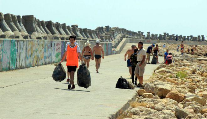 Plaje sufocate de plastic pe litoralul românesc! Cel mai murdar nisip, la Constanța - fotofondplajesufocate1-1530720754.jpg