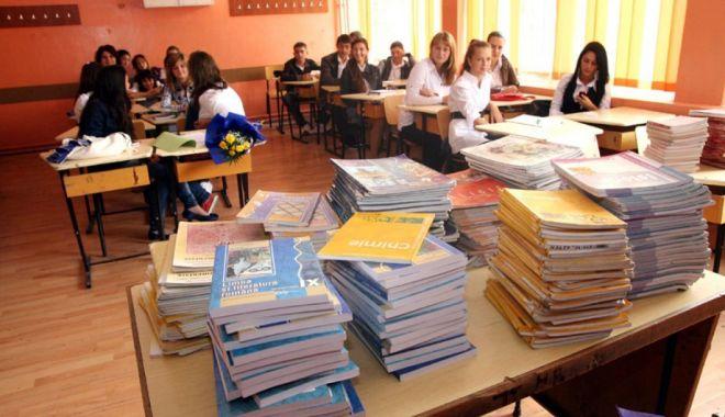 Foto: Pregătiri pentru noul an școlar. Mii de manuale nici nu au fost încă elaborate