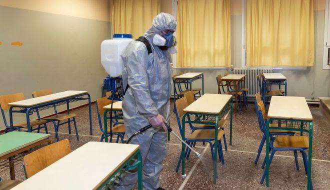 """Foto: Pregătiri în școli. """"Direcția de Sănătate Publică va asigura cadre medicale, acolo unde nu există"""""""