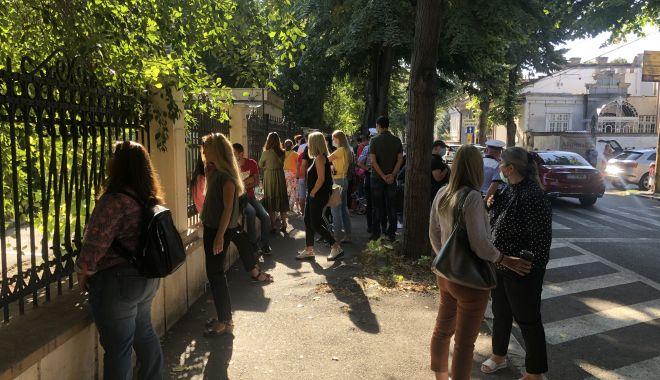 Prima zi de şcoală, în pandemie. Copii veseli, părinţi îngrijoraţi - fotofondprimazidescoala4-1600106820.jpg