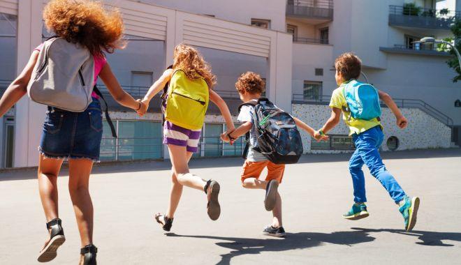 """Foto: Programul """"Școală după școală"""", colac de salvare. Ce planuri are noul inspector șef"""